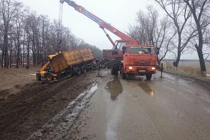 Фургон врезался в легковую машину наСтаврополье, один человек пострадал