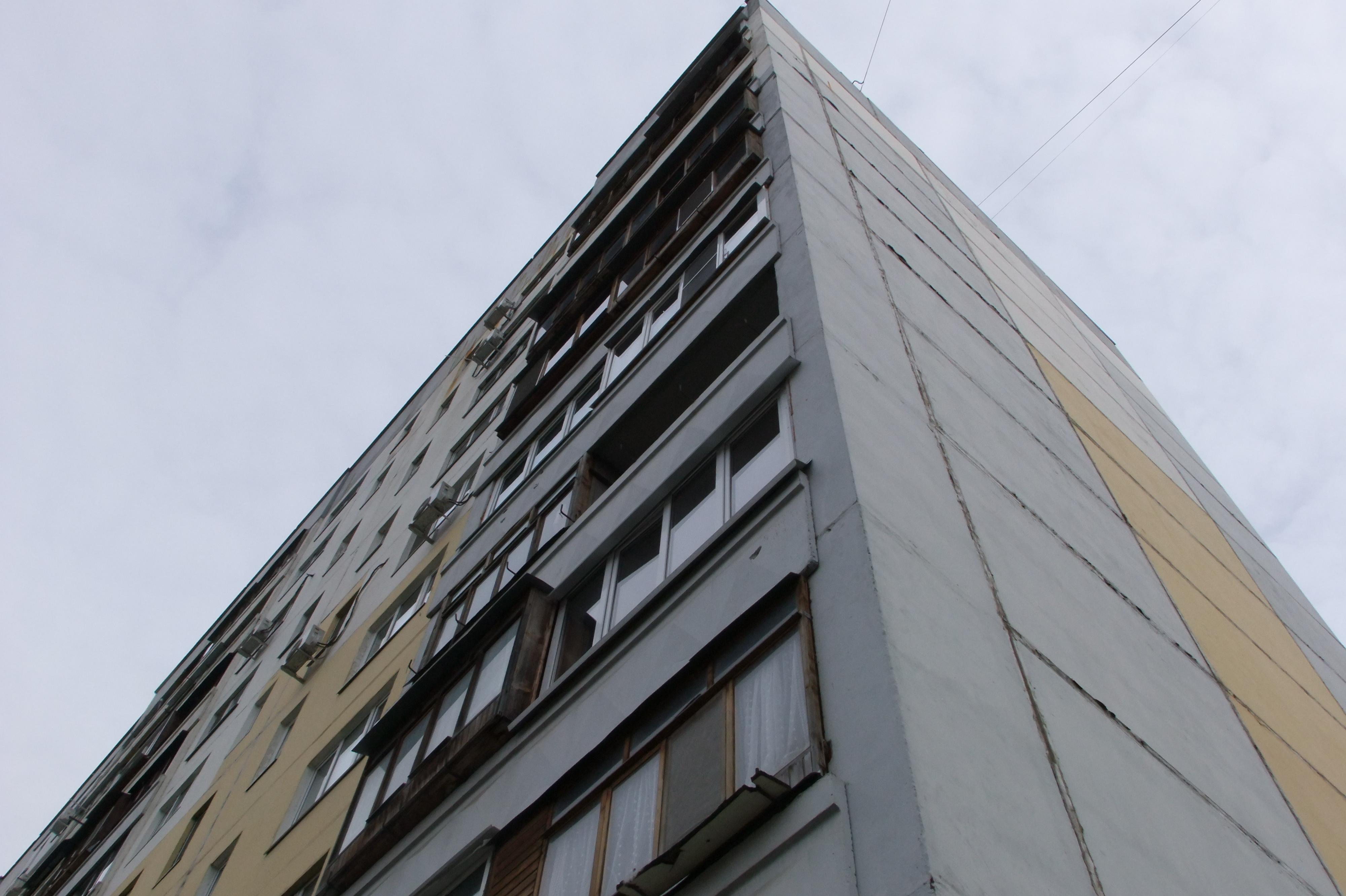 ВТуле девушка выжила после падения изокна девятого этажа