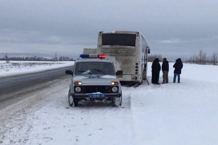Наворонежской трассе 20 человек замерзали всломавшемся рейсовом автобусе