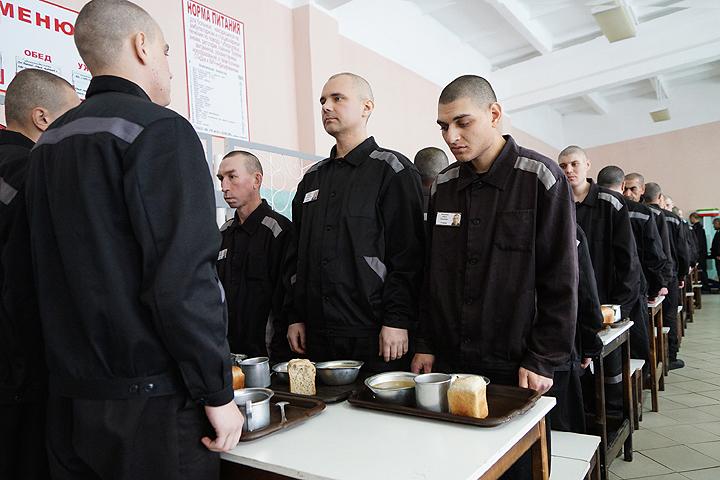 В Российской Федерации заключенных будут кормить по-новому