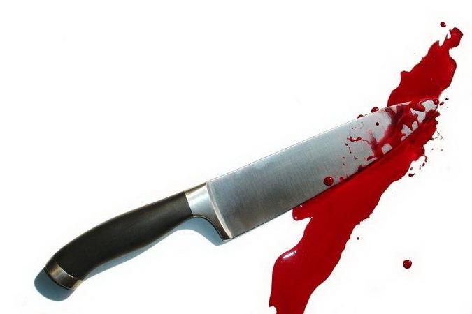 Гражданин Ленинского района напал сножом наспящую мать