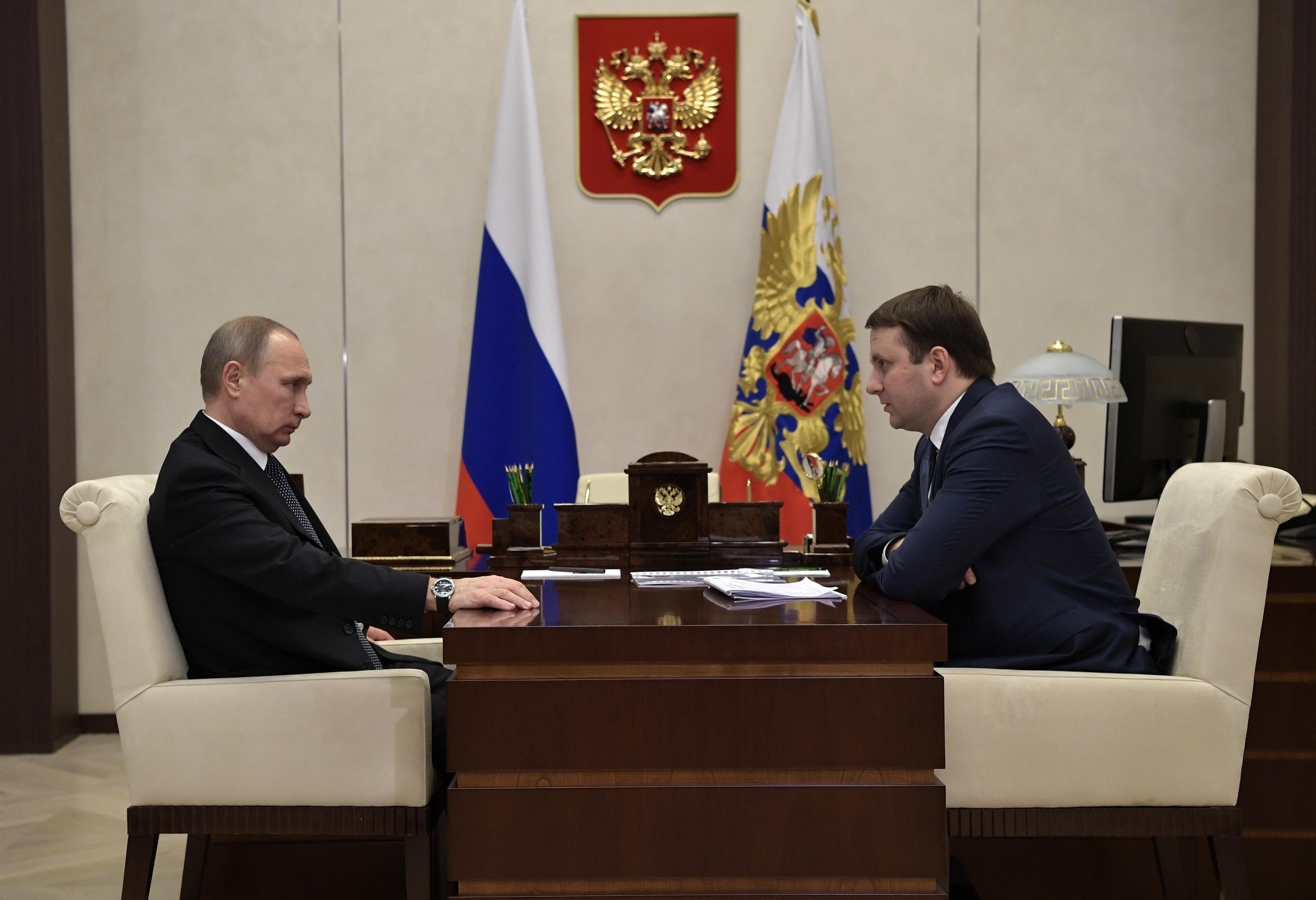 Руб.  усилил падение назаявлениях Орешкина после совещания сПутиным