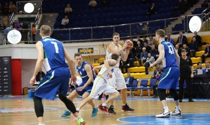 Баскетболисты «Сахалина» обыграли ТЕМП-СУМЗ-УГМК ивышли вфинал Кубка РФ