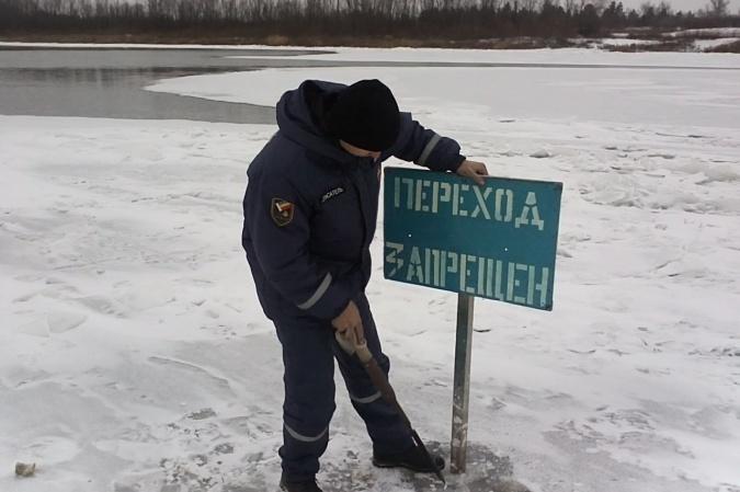 ВРостове спасли нетрезвого мужчину, провалившегося под лед нареке Дон