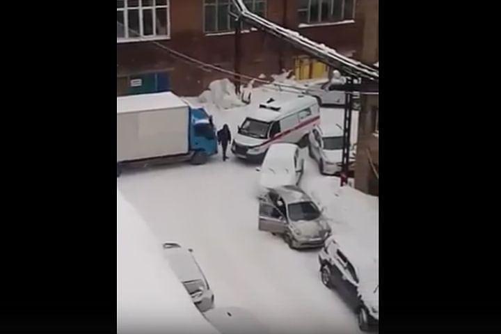 ВСибири накажут водителя фальшивой «скорой»