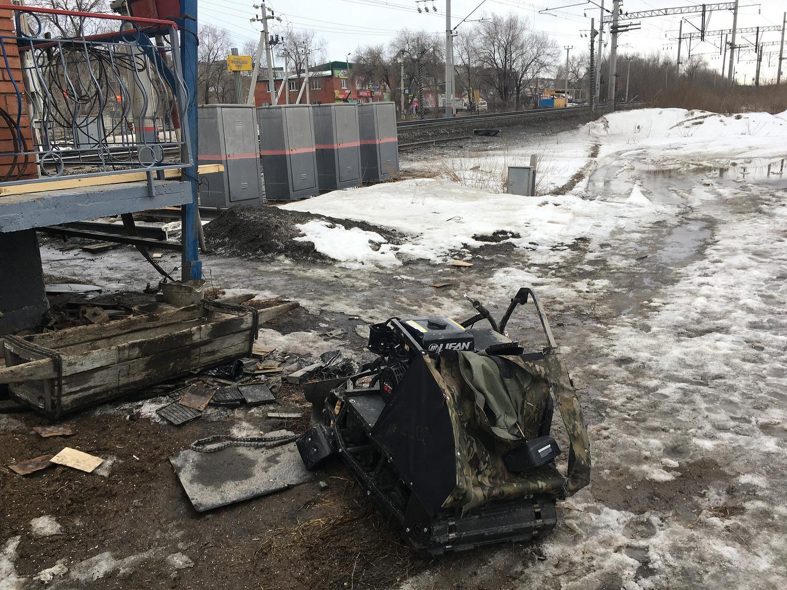 ВСызрани мужчина наснегоходе попал под поезд