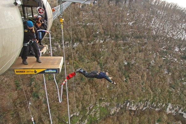 ВСочи 87-летний мужчина прыгнул свысоты 207 метров