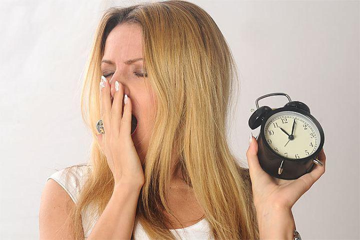 При недостаточном времени сна снижается уровень гормонов, влияющих на аппетит