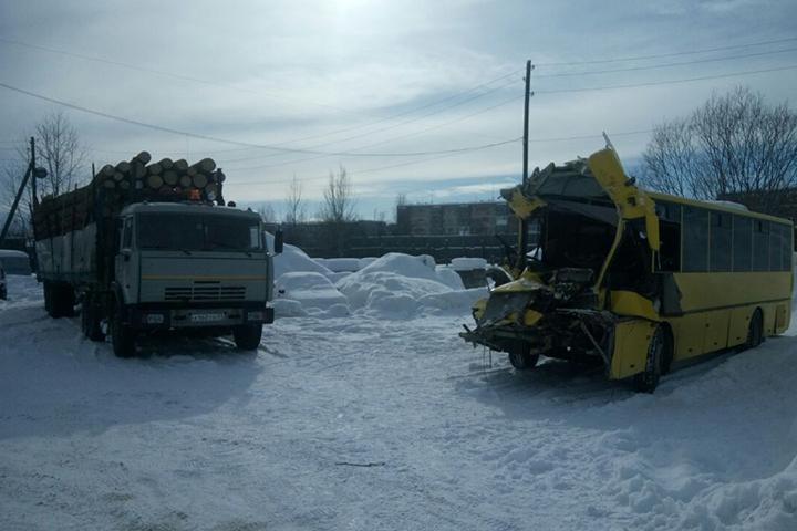 Пострадавшим в трагедии с грузовым автомобилем иавтобусом наКамчатке окажут материальную помощь
