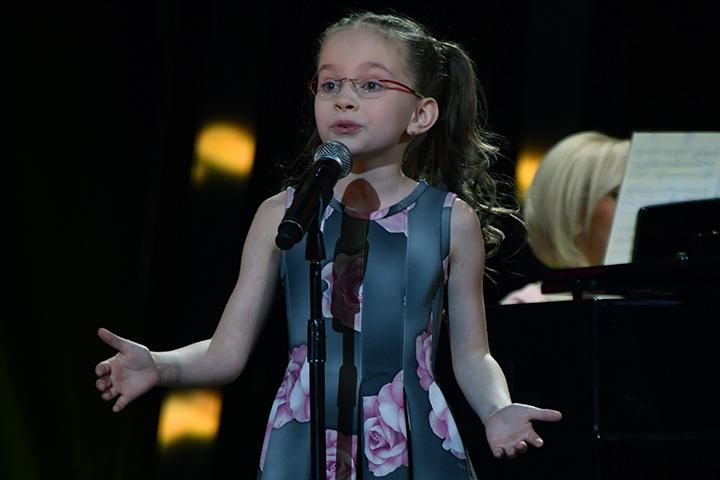Всети интернет вступились зараскритикованную Познером на«Минуте славы» девочку