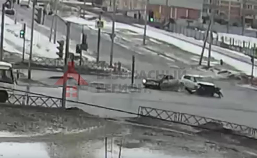 Крупная авария напроспекте Фрунзе вЯрославле, есть пострадавшие  (два видео)