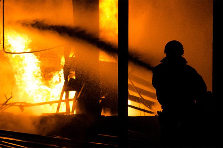 Пожар вангарах слакокрасочными изделиями вподмосковном Щелкове ликвидирован