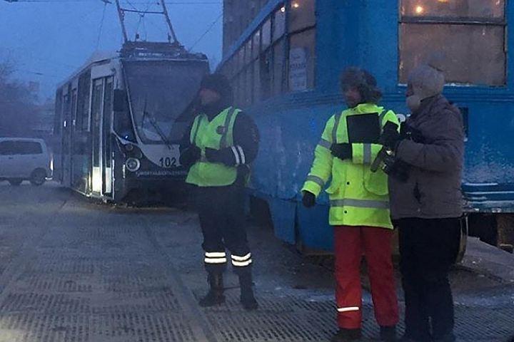 Застолкновение 2-х трамваев вХабаровске ответит глава учреждения