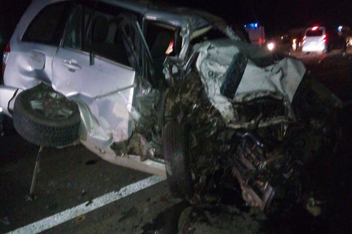 Шофёр «Шкоды» влетел вограждение вКолпино итяжело пострадал