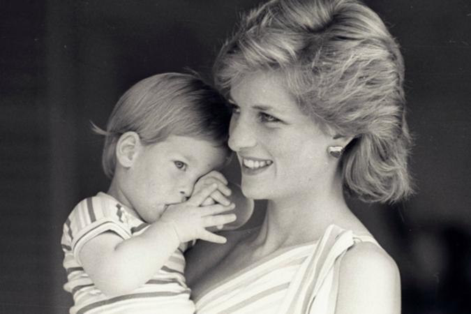 СМИ вшоке: отцом принца Гарри является неЧарльз