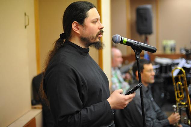 Отец Фотий во время репетиции Фото: Виктор ГУСЕЙНОВ