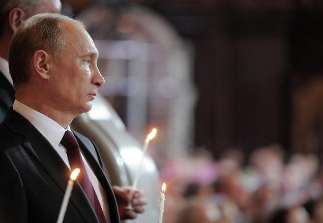 Владимир Путин встретил Рождество в сельском храме, где крестили его родителей Фото: РИА Новости