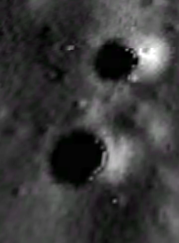 Шарики в кратерах.