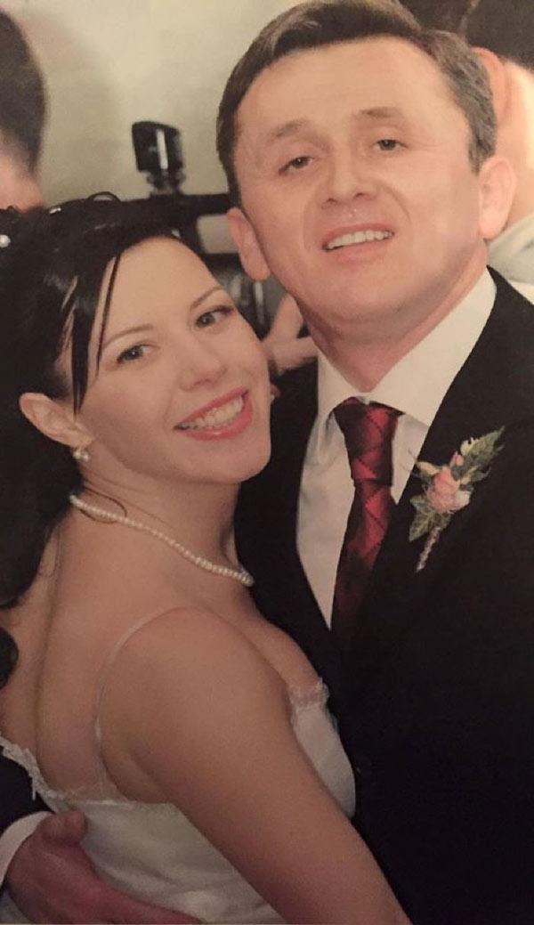 Они впервые увидели друг друга 14 февраля 2000 года, хотя познакомились позднее. Свадьбу сыграли в 2005 году после того, как Юрий получил благословение от родителей невесты. У пары двое детей — Софья и Домница. фото: kankan.md
