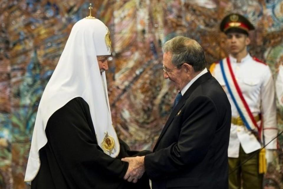 Рауль Кастро удостоил Патриарха Кирилла высшей госнаграды Кубы - орденом Хосе Марти. Фото: REUTERS