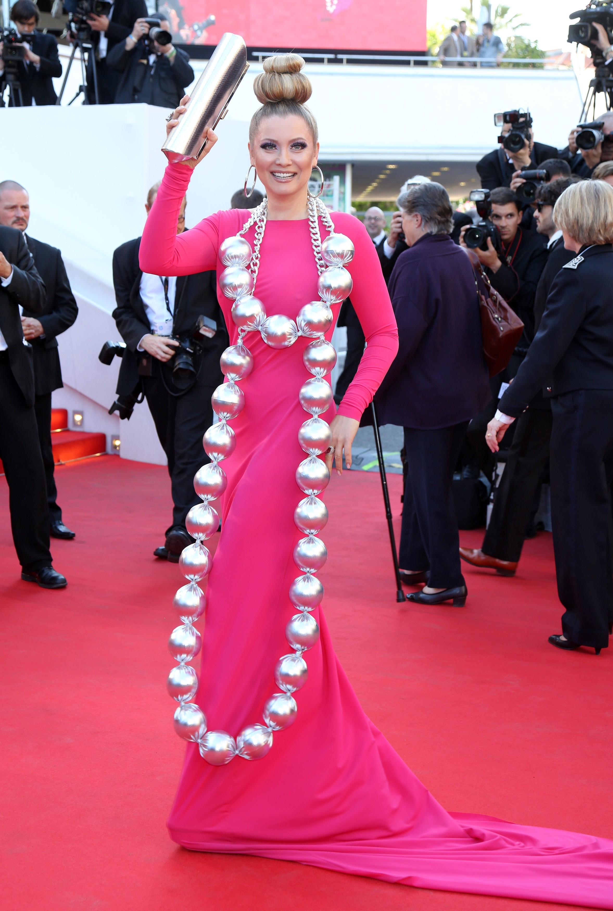 Лена Ленина в платье дизайнера Галии Ахматовой на Каннском фестивале-2014. Фото: EAST NEWS.