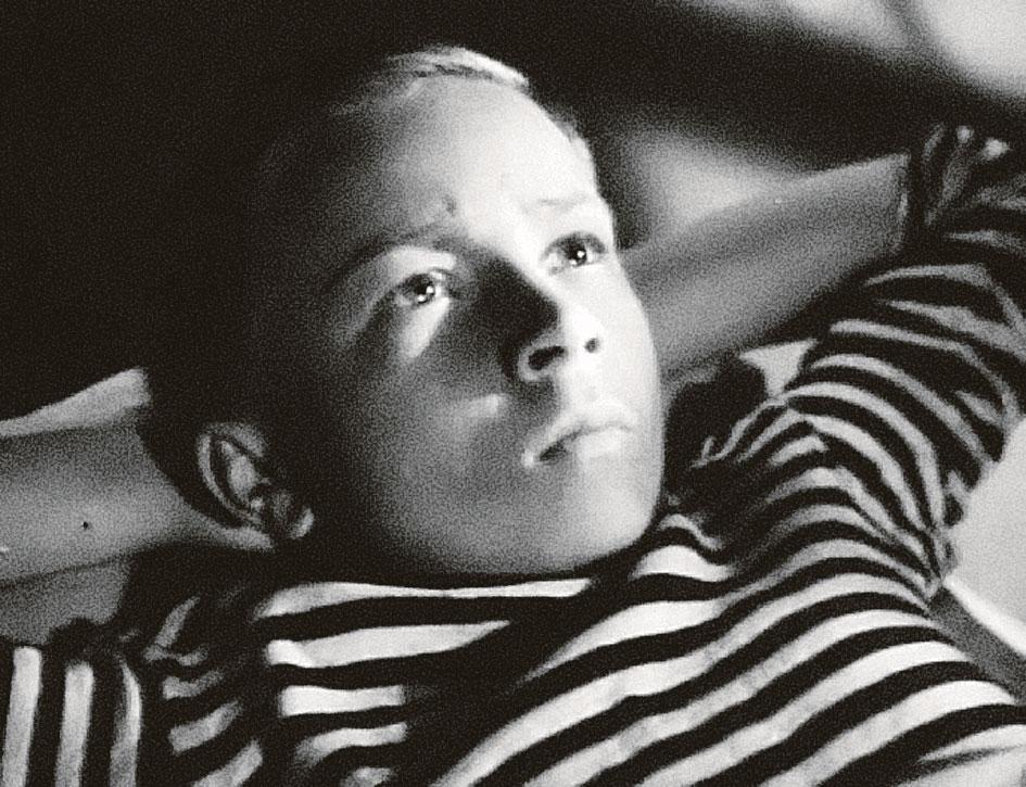 В фильме «Счастливого плавания» (1949 год) юный артист сыграл одного из курсантов нахимовского училища. Фото: kino-teatr.ru