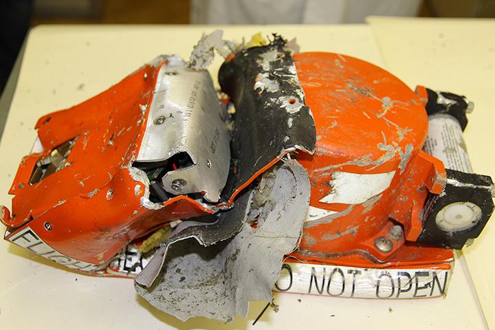 """""""Черный ящик"""" разбившегося Боинга получил серьезные повреждения. Фото: МАК"""