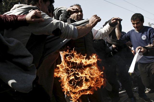 Огонь быстро потушили другие беженцы Фото: REUTERS