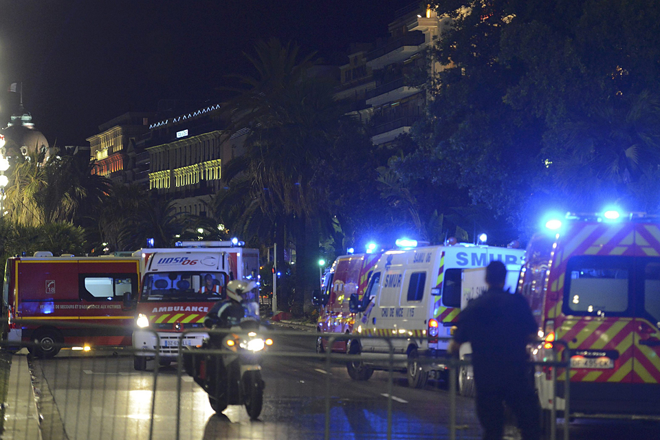 По мнению специалиста, террористы применяют ту же схему, что и сражавшиеся с французами боевики в Алжире 60 лет назад