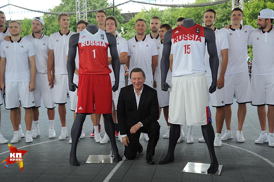 Руководитель кремлевской администрации побывал напрезентации сборной Российской Федерации побаскетболу