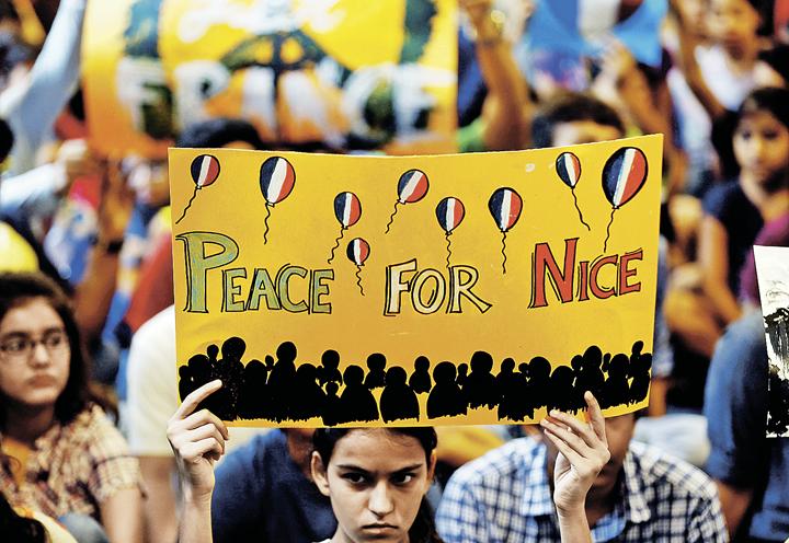 Старый Свет мечтает о мирной жизни без терористической угрозы, но, похоже, она наступит не скоро. Фото: AMIT DAVE/REUTERS
