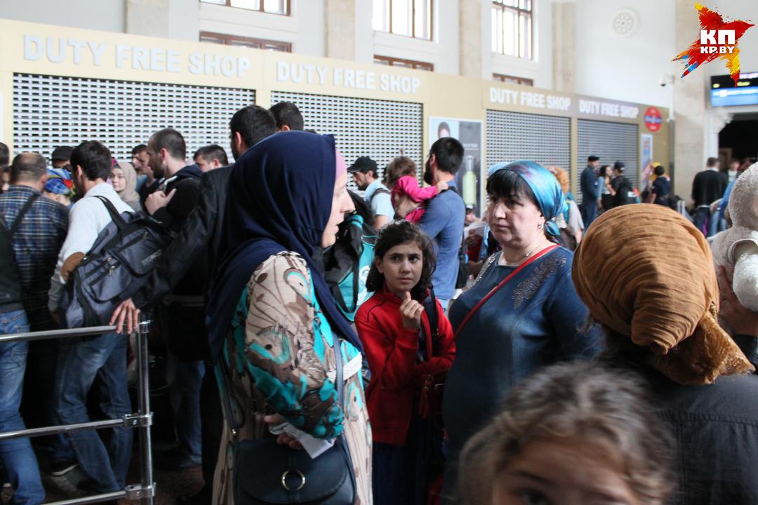 Граждане Чечни, Таджикистана, Армении, Грузии, Киргизии стремятся в Евросоюз. Фото: Оксана БРОВАЧ