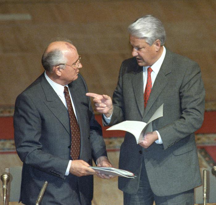 Штаты использовали Горбачева на всю катушку, а потом цинично «кинули», сделав ставку на Ельцина Фото: ТАСС