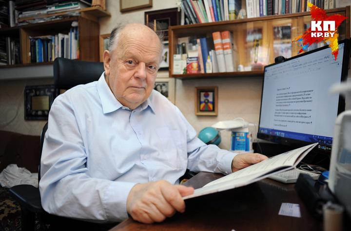 Станислав Шушкевич вспоминает о путче. Фото: Виктор ГИЛИЦКИЙ