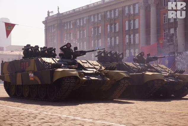 Вместе с техникой времен войны в Параде приняла участие и современная техника Фото: Алексей БУЛАТОВ