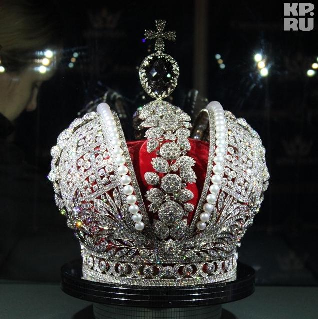 При создании реплики короны использовано более 11 тысяч бриллиентов