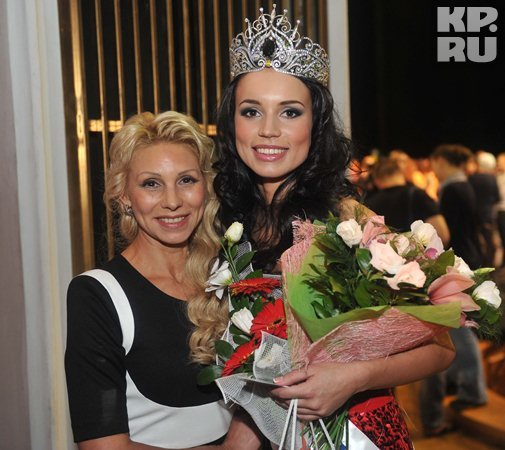 Победительница конкурса с мамой. Фото: Владимир ВЕЛЕНГУРИН