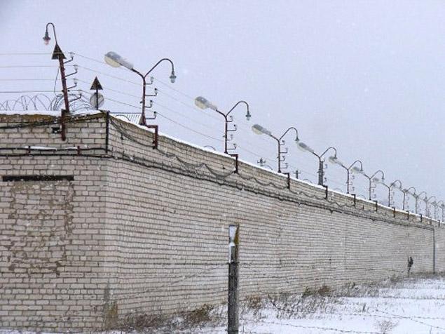 Александр Спесивцев лечится в спецпсихбольнице, за надежным забором.
