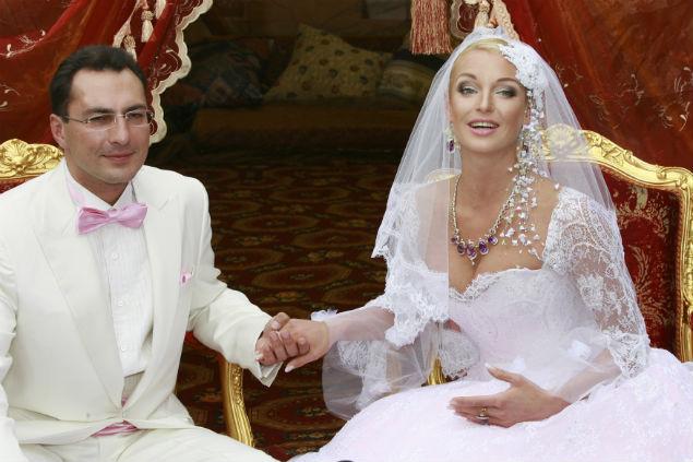 Балерина Анастасия Волочкова с бизнесменом Игорем Вдовиным в день свадьбы. Фото: Анатолий ЖДАНОВ