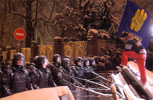 Разговор на баррикадах. Фото: REUTERS