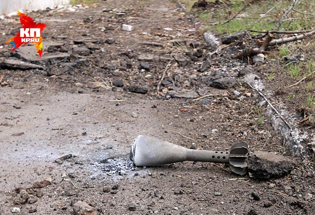 Внешне — это обычная 120-миллиметровая мина, но с кассетной боеголовкой, начиненной фосфорным зажигательным веществом Фото: Александр КОЦ, Дмитрий СТЕШИН