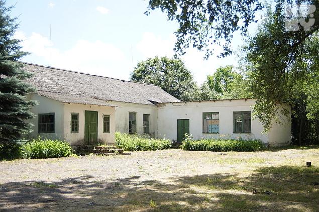 В здании бывшей школы волонтеры планируют разместить переселенцев