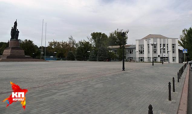 Школа № 1, в которой учились молодогвардейцы Фото: Николай ВАРСЕГОВ