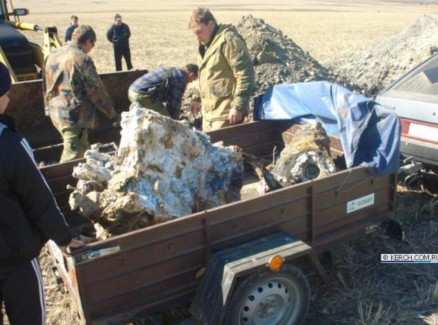 На место раскопок приехали военные и археологи.  Фото: kerch.com.ru