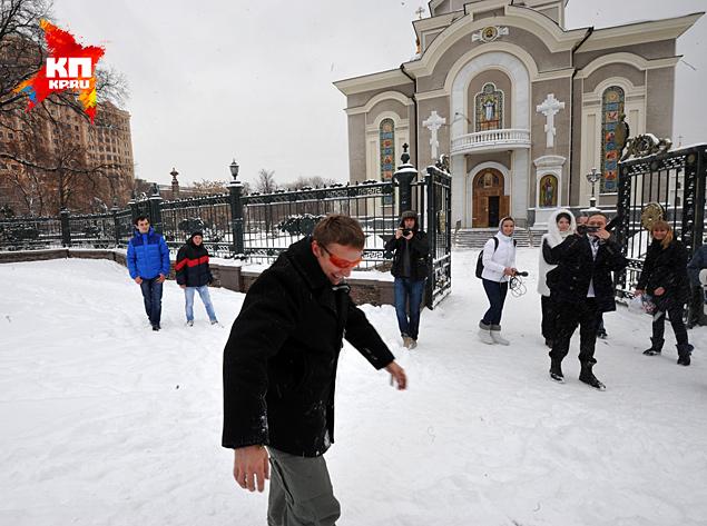 А потом актер отправился в Свято-Преображенский кафедральный собор Донецка Фото: Виктор ГУСЕЙНОВ