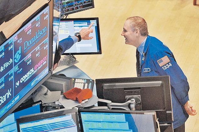Раньше считалось, что Нью-Йоркская фондовая биржа - это как предсказание будущего в экономике мира. Но теперь она это будущее создает. И не всегда удачно... Фото: Евгения ГУСЕВА