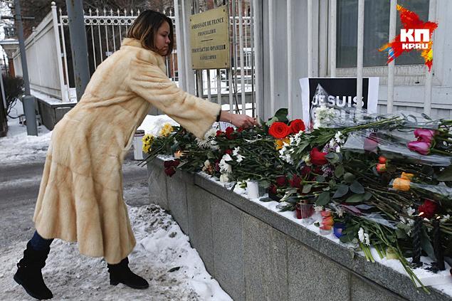 Граждане России решительно осудили убийство карикатуристов во Франции, но так же решительно возмутились по поводу самих карикатур Фото: REUTERS