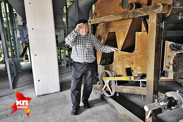 - Ну и что, что этому агрегату почти 90 лет? Веет и молотит как миленький! Фото: Виктор ГУСЕЙНОВ