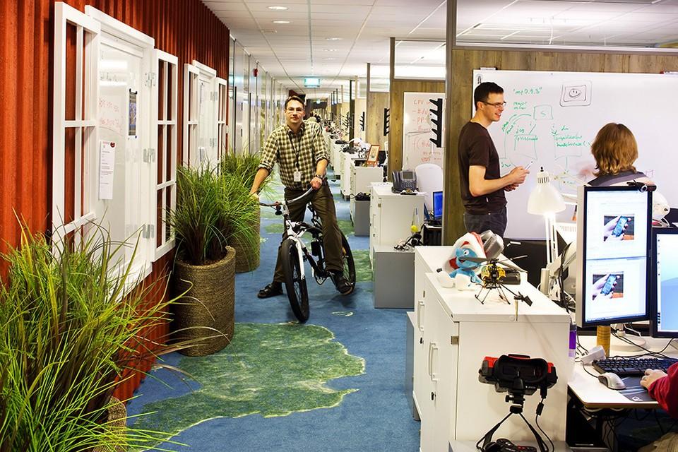 Многие современные офисы больше похожи то ли на дома, то ли на парки развлечений. ФОТО: furniteka.com