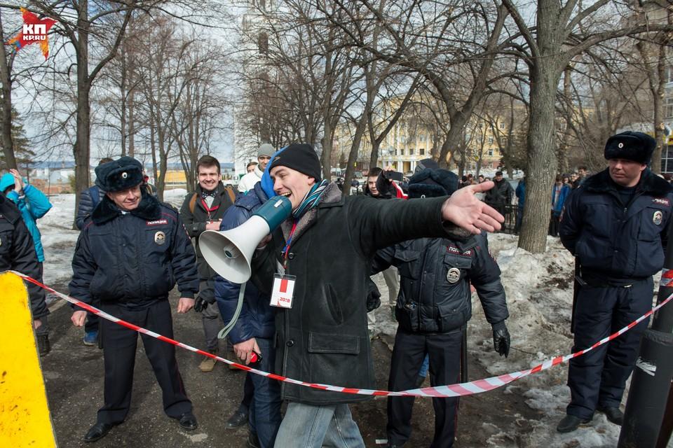 Чтобы высказаться, люди пришли в сквер Пушкина